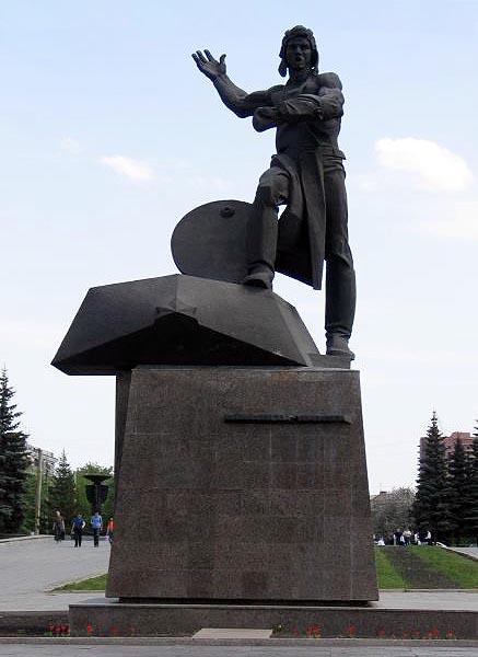 Памятник танкистам-добровольцам